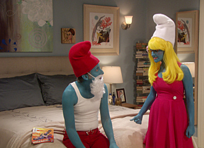 Howard and Bernadette dressed like smurfs
